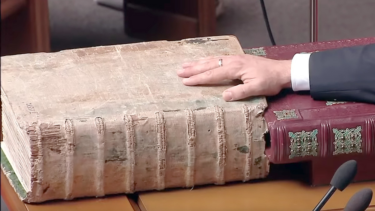 A 450-Year-Old Bible is Used During the Inauguration of the President of Ukraine